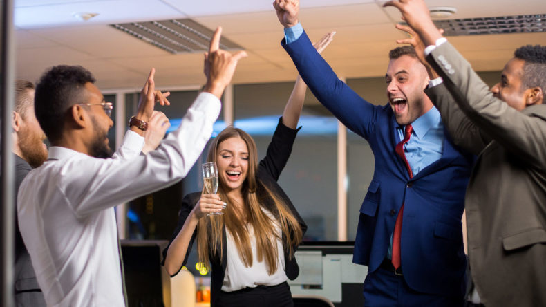 The best holiday team building games for the office